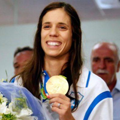 Crowds welcome gold pole vault winner Stefanidi