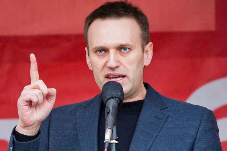 Corruption critic Navalny to run for Russian Presidency