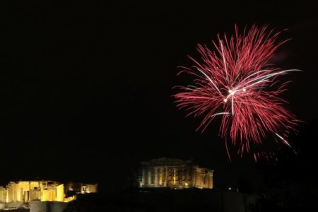 Athens, Thessaloniki welcome 2017 with singing and fireworks