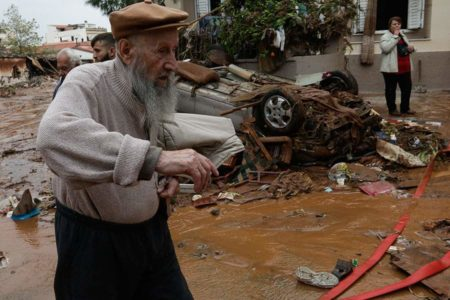 Greeks clean up, mourn after floods kill 16