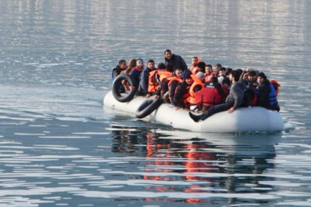 UNHCR calls for urgent transfer of refugees to mainland Greece