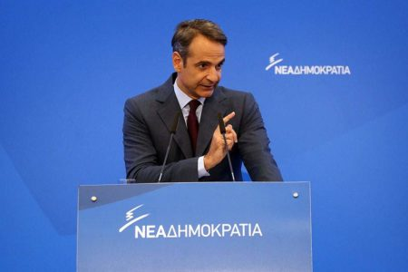 Mitsotakis: Tsipras is using constitutional revision to divide country