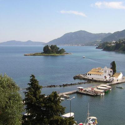 Diaspora Greeks with Ionian island descent meet on Corfu