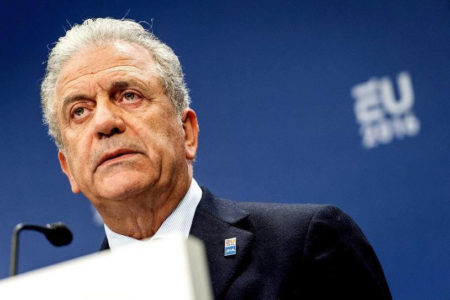 Avramopoulos: Dublin migrant transfers only under certain conditions