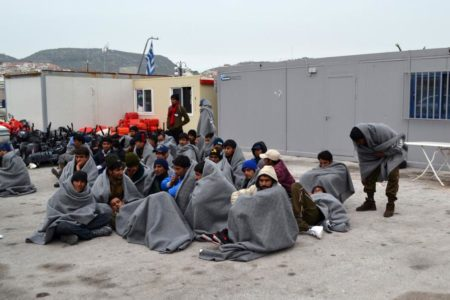Rights groups criticize Greece for migrant travel ban from islands