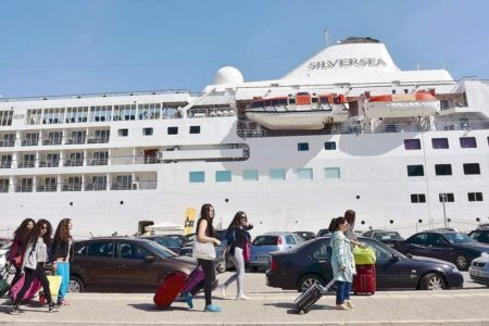 Holidaymakers jostle in ports ahead of August holiday
