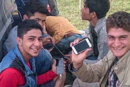 New technology helps stranded refugees in Greece