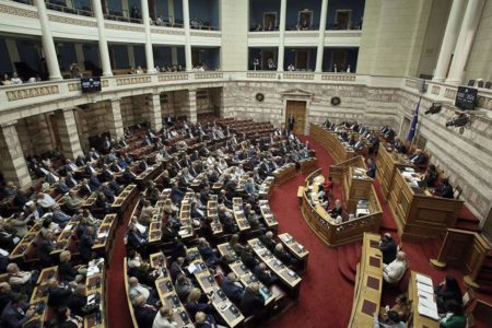 Greek government survives no-confidence vote