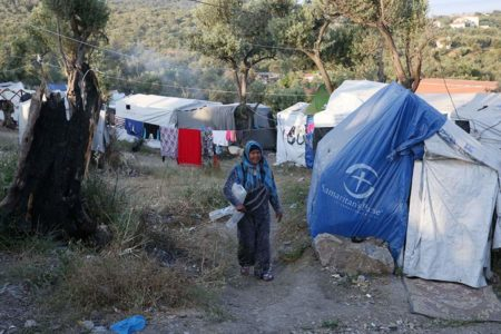 Aid groups decry conditions at Greek isles' migrant centers